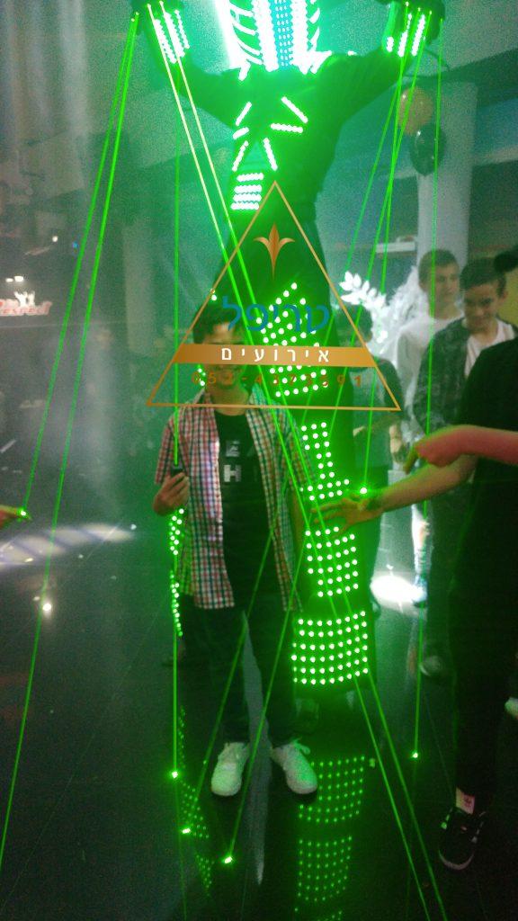 רובוט לייזר לבר מצווה , רובוט לייזר לבת מצווה , רובוט לייזר לחתונה , רובוט לייזר לאירועים , טריפל אירועים , רובוט לדים לאירוע