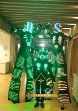 רובוט לד לאירועים , רובוטים לאירועים , רובוט לרוקד לאירוע , טריפל אירועים , רובוט לדים לאירועים , רובוט לייזר לבר מצווה , רובוט לייזר לחתונה , רובוט לד לחתונה , חליפת רובוט לאירועים